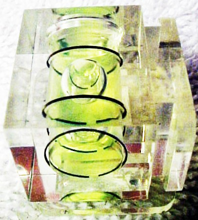 Clear Plastic Bubble level with two shoes