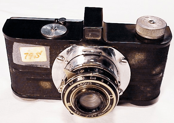 Early Argus 35mm with folding lens (79S)