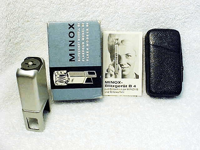 Minox Flashgun Model B4 for Flash Cubes (No 14)
