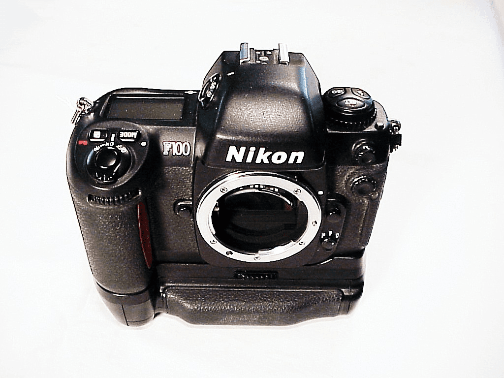 Nikon F100 Body with battery pack MB-15