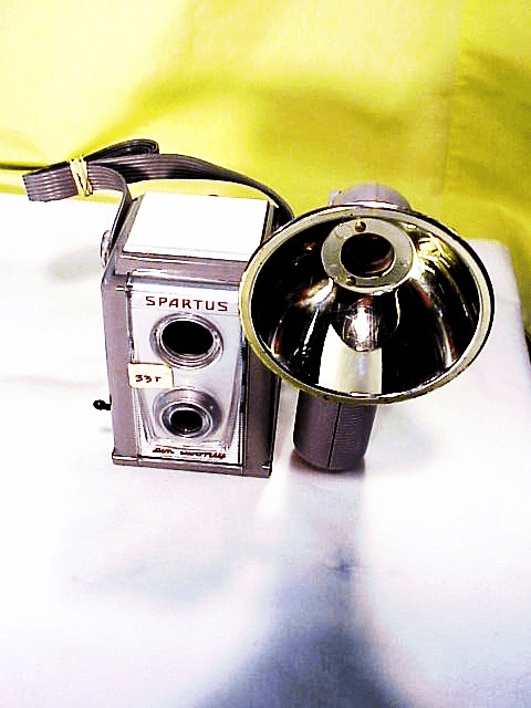 Spartus Six Twenty TLR with flash (33T)