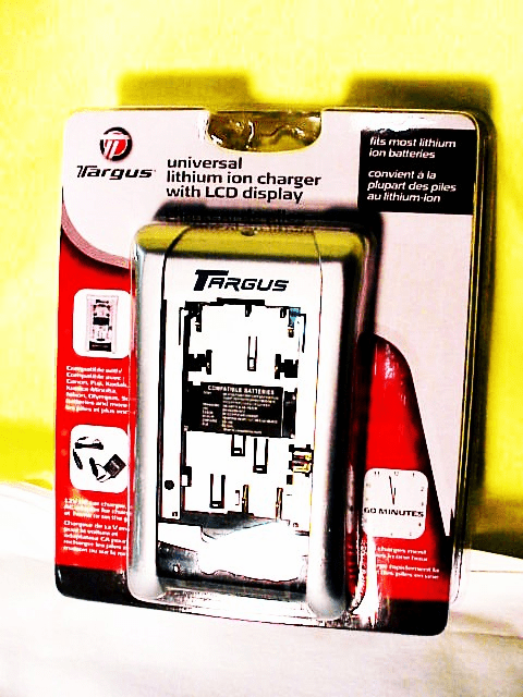 Universal Lithium Ion Charger for most Digital Cameras New.