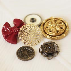 Prima: North Country - Vintage Buttons 12/Pkg (E)
