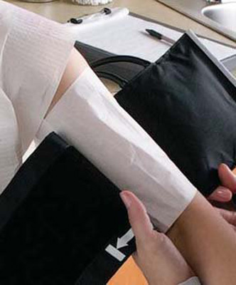 Blood Pressure Cuff Barrier Fabricel* Tissue Fused with Leak Proof Polyethylene Film / 18-1/8 X 6-3/4 Inch, Adult Regular