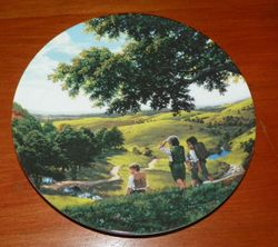 Collector Plate Lord of the Rings Green Hill Country with COA Wedgewood China Made in England Out of Stock