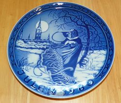 Grande Copenhagen Porcelain Julen 1980 Christmas Collector Plate Titled The Snow Queen in Tivoli