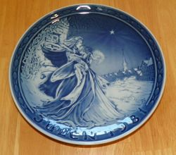 Grande Copenhagen Porcelain Julen 1981 Christmas Collector Plate COA Box Little Match Girl in Nyhavn Out of Stock