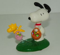 Figurine Ceramic Peanuts Snoopy The Easter Beagle Dept 56 SOLD