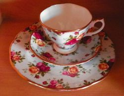 Royal Albert Collectable Teas Blue Damask Salad Plate 8 1/2 in Tea Cup & Saucer SOLD