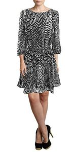 Black Women's Shift Mid-Length Dress Chevron Inky Edge Print