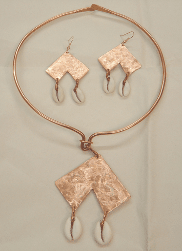 TEXTURED COPPER / COWRIE SHELL NECKLACE