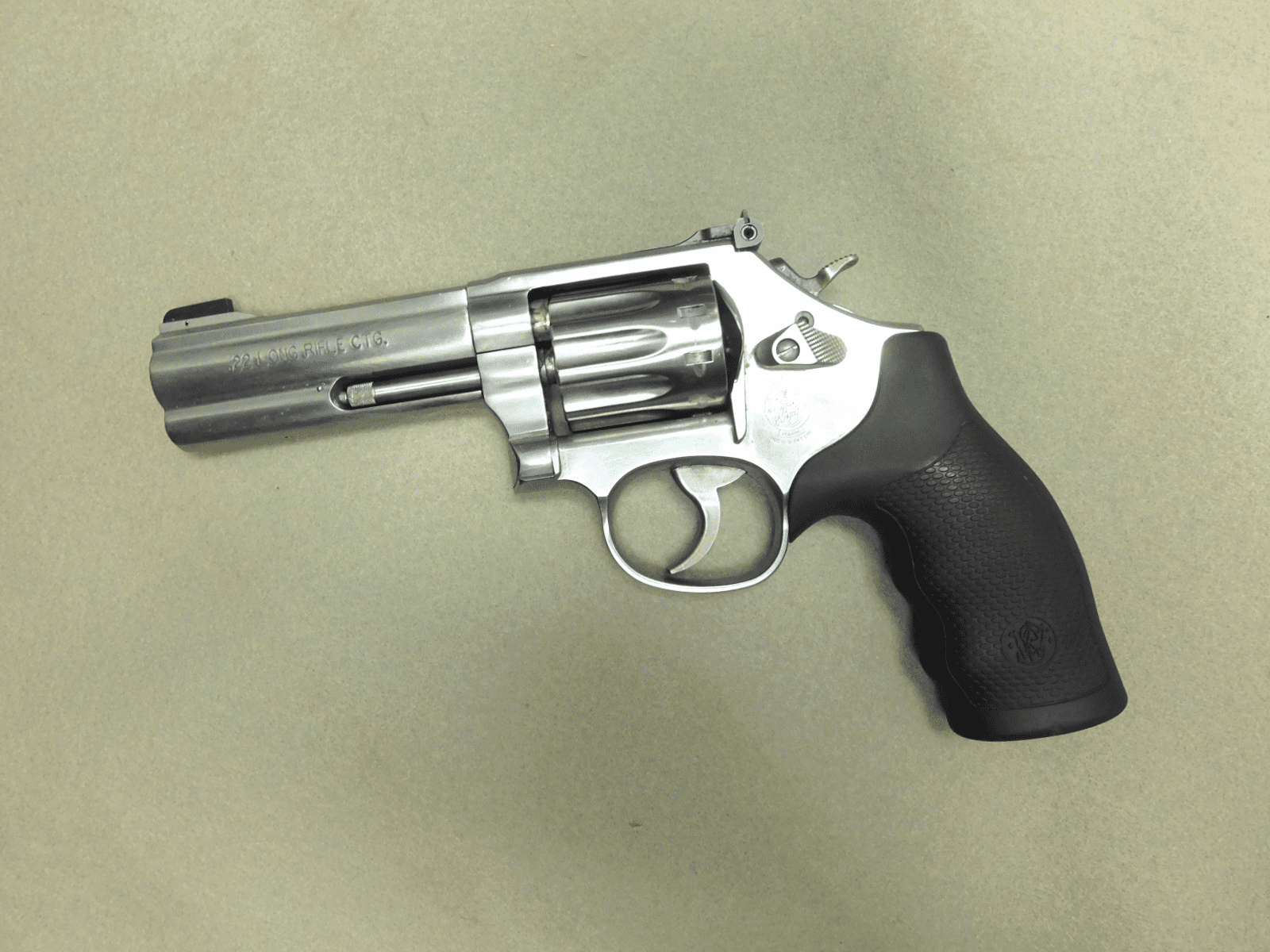 Smith & Wesson 617-6 (.22LR)