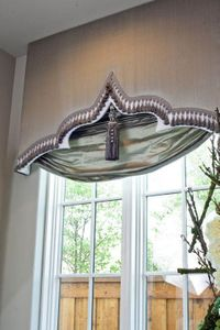 Shaped Cornice and London Shade