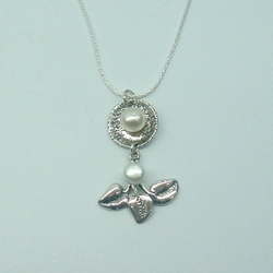 Delicate Floral Design Gift Sterling Silver & Freshwater Pearls Pendant
