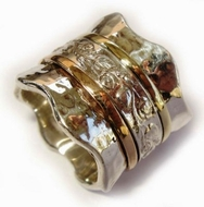 Floral spinner ring woman wide band