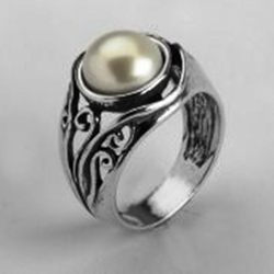 Israeli silver ring with a pearl