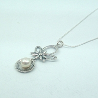 Lovely 925 Silver and Freshwater Pearl Floral Design Pendant