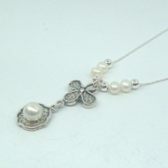 Lovely 925 Silver and Freshwater Pearls Floral Design Pendant