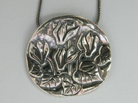 Rakafot cyclamen flowers necklace 3.5 cm
