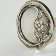 Silver mother of pearl floral ring