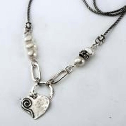 Silver Necklace heart & pearls