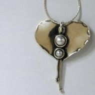 Silver Necklace heart wit pearl