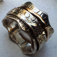 Spinner ring floral design. Worry ring