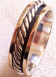 Israeli Man's Spinner ring knot design