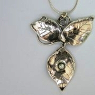 Sterling Silver Necklace Leaves Motif Pearl
