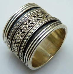 Sterling silver spinner ring floral design