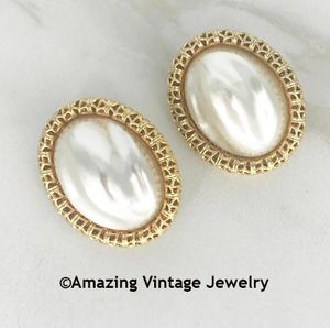 CHAIN O' FASHION Earrings - Goldtone