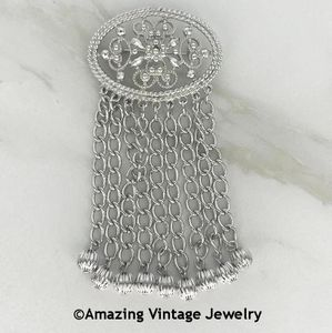 FASHION IN MOTION Pin