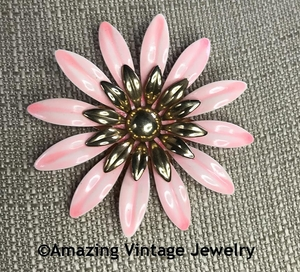 FASHION PETALS Pin - Pink