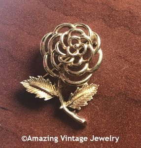 Goldtone Flower Pin - Great Britain