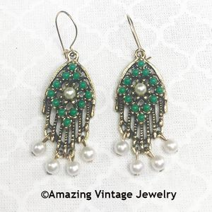 HEIRLOOM TREASURE Pierced Earrings