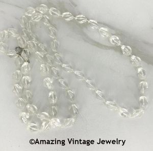 HOLIDAY BEADS Necklace - Clear