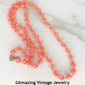 HOLIDAY BEADS Necklace - Coral