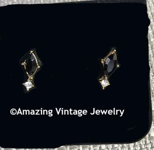 JET ELEGANCE Pierced Earrings