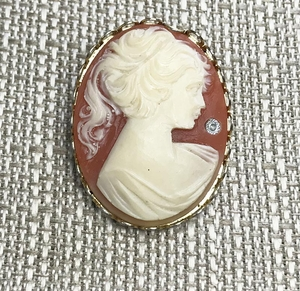 Lightweight Cameo Pin with Rhinestone