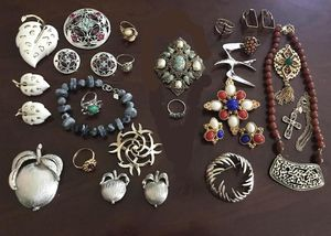 Lot of 25 pieces of Sarah Coventry