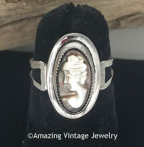 MOTHER OF PEARL CAMEO Ring - left facing
