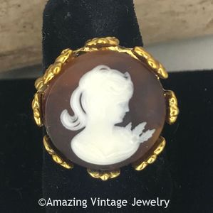 New Sarah Coventry Cameo Ring