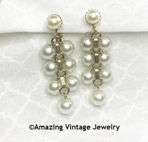 PEARL FLATTERY Earrings