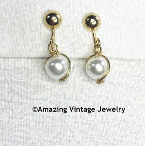 PEARL SWIRL Earrings - Clip