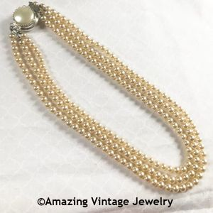PEARL WARDROBE Necklace