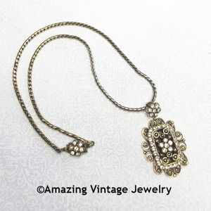 QUEEN VICTORIA Necklace