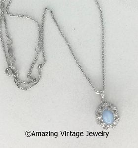 SILVERY MOONSTONE Necklace