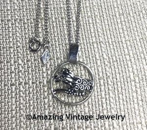 SILVERY ZODIAC Necklace - Leo