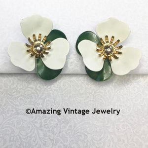 TAHITIAN FLOWER Earrings - White