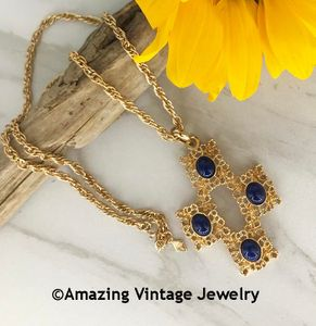 VICTORIA BLUE Necklace